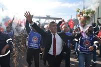 SAĞLIK SİGORTASI - Türk Metal Sendikası İle MESS Anlaştı, İşçiler Kutlama Yaptı