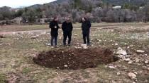 Antalya'da Gölet Yakınında Obruk Oluştu