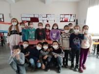 Öğrenciler Korona Virüsüne Karşı Kendi Maskelerini Yaptı