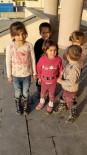 Okul Önünde İstiklal Marşı Okuyan Minikler Renkli Görüntüler Oluşturdu