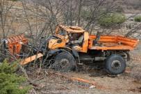 Tunceli'de İş Makinesi Şarampole Yuvarlandı Açıklaması 1 Ölü, 1 Yaralı