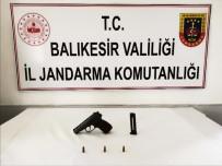 Jandarma Ekiplerini Görünce Silahını Tarlaya Attı