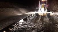 Kırşehir'de, Kar Yağışı Etkisi İle Kapanan Köy Yolları Açıldı