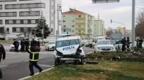 Niğde'de Polis Otosu İle Otomobil Çarpıştı Açıklaması 1'İ Ağır 5 Yaralı