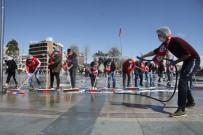 METIN ÇELIK - Antalyaspor Taraftarından Meydan Temizliği