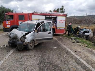 Araçlar Kafa Kafaya Çarpıştı Açıklaması 1 Ölü, 6 Yaralı