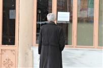 POLİS HELİKOPTERİ - Cami Kapısına Asılan Yazıyı Görünce Geri Döndüler