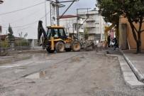 YAĞMUR SUYU - Erenler Belediyesi Ekipleri Alt Yapı Ve Üst Yapı Çalışmaları Devam Ediyor