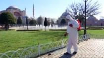 FATİH BELEDİYESİ - Sultanahmet Meydanı Koronavirüs Önlemleri Kapsamında Dezenfekte Edildi