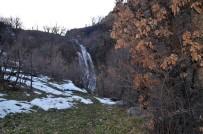 BEYTÜŞŞEBAP - Kar Sularıyla Beslenen Dev Şelale Görenleri Hayran Bırakıyor
