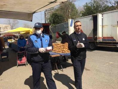 Pazarda Seçmece Yasaklandı, Yiyecekleri Pazarcılar Poşetledi