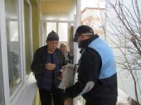 ELEKTRİK FATURASI - Sandıklı'da Zabıta Ekipleri Yaşlıların Alışverişini Yapıyor