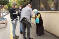 HATIRA FOTOĞRAFI - 65 Yaş Üstü Ve Kronik Rahatsızlığı Olan Bazı Vatandaşlar 'Sokağa Çıkma Yasağı'nı Hiçe Sayıyor