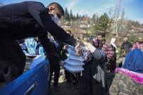 GECEKONDU - Ankara'da Kağıt Toplayıcılarına Kumanya Dağıtımı
