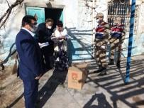 Derik'te 65 Yaş Üstü Vatandaşlara Gıda Yardımı