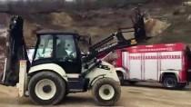 TOPRAK KAYMASI - Düzce'de Meydana Gelen Toprak Kaymasında 1 İşçi Yaralandı