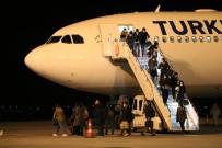 DUBLIN - İrlanda'da Eğitim Gören Öğrencileri Taşıyan Uçak Sivas'a İndi
