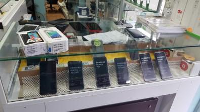 Adana'da Kaçak Cep Telefonu Ve Kol Saati Ele Geçirildi