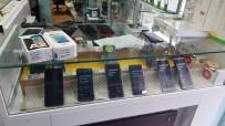 KOL SAATI - Adana'da Kaçak Cep Telefonu Ve Kol Saati Ele Geçirildi