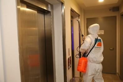Çekmeköy'de Korona Virüse Karşı Asansörler Dezenfekte Ediliyor
