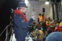 ORTA AFRİKA - Kuşadası Körfezi'nde 29'U Çocuk 50 Göçmen Kurtarıldı