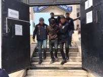 KİMLİK TESPİTİ - Düzensiz Göçmeni Gasp Eden 2 Kişi Tutuklandı