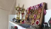 BOKS - Kick Boks Şampiyonu Ayşe Turan Köyünde Odun Kırarak Form Tutuyor