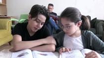 İŞİTME ENGELLİ - Öğrencilerin Elinden Kalem, Velilerin Elinden Kitap Düşmüyor