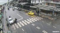 TOYOTA - Yabancı Uyruklu Vatandaşları Taşıyan Otobüsün Kaza Anı Kameraya Yansıdı