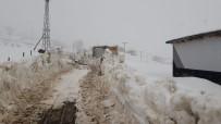 BEYTÜŞŞEBAP - Beytüşşebap'ta Kar Nedeni İle Kapanan Köy Yolları Açılıyor