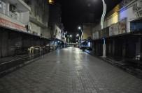 CİZRE BELEDİYESİ - Cizre Belediyesi Temizlik Mesaisine Gece De Devam Ediyor