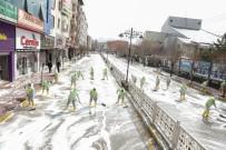 SİNAN ASLAN - İpekyolu'nda Caddeler Köpüklü Suyla Yıkanarak Dezenfekte Edildi