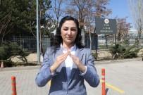 İŞİTME ENGELLİ - İşaret Diliyle Evde Kal Çağrısı Yaptı, Bakan Gül'den Ona Destek Geldi