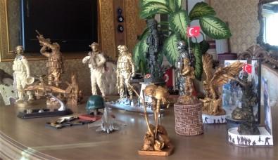 Korona Virüsü Salgını Sebebiyle Kaldığı Evinde 54 Biblo Heykel Yaptı