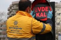 ÖZLEM ÇERÇIOĞLU - Aydın'da Trafik Lambalarına 'Evde Kal' Uyarısı Yapıştırıldı
