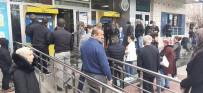 ATATÜRK BULVARI - Polisten Kalabalığa Megafonlu 'Mesafeli Kal' Uyarısı