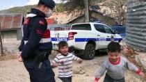 Antalya'da Çocukların Jandarma Ekibine Sevgi Gösterisi Gülümsetti
