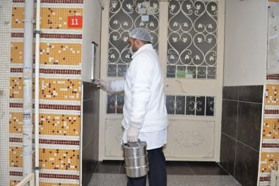 Avcılar'da Evde Kalanlara 'Sıcak Yemek' Servisi Başladı