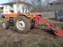 Kastamonu'da Traktörün Demir Çubuğuna Kafası Sıkışan Sürücü Yaralandı