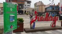 Sındırgı'da Meydanlara El Dezenfekte Noktaları Oluşturuldu