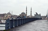 YAĞMURLU - İstanbul'da Sokaklar Boş Kaldı