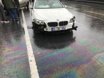 KADIN SÜRÜCÜ - Kayganlaşan Yolda Kaza Yapan Araç Sürüklenince Lastikleri Fırladı