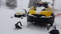 KAR KALINLIĞI - Koronavirüsün Etkisini Azaltması İçin Sıcak Havalar Beklenirken Uludağ'a Kar Yağdı