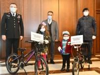 SAĞLIK GÖREVLİSİ - Bakan Soylu'dan 'Evde Kalın' Çağrısı Yapan Kardeşlere Bisiklet Hediyesi