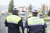 EMNIYET KEMERI - Bir Haftada 725 Sürücüye Hız Sınırı Cezası