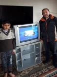 OKUL MÜDÜRÜ - EBA TV'yi İzleyemeyen Küçük Çocuğa Öğretmenleri Televizyon Aldı
