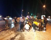 CANKURTARAN - Fatih'te Virajı Alamayan Minibüs Otomobile Çarptı Açıklaması 1 Ölü, 3 Yaralı