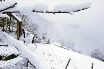KAR KALINLIĞI - Gümüşhane'nin Yükseklerinde Kar Yağışı Etkili Oldu