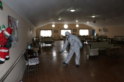 Kartal Belediyesi'nin Korona Virüsü Dezenfekte Çalışması Devam Ediyor