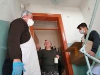 Muhtardan Evden Çıkamayan 65 Yaş Üstü Vatandaşa Salep İkramı